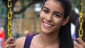 Muchacha adolescente que balancea en Swingset Fotografía de archivo
