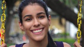 Muchacha adolescente que balancea en Swingset Imágenes de archivo libres de regalías