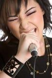 Muchacha adolescente que canta Imagen de archivo libre de regalías