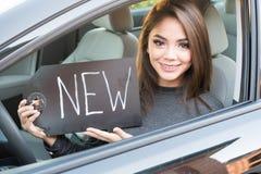 Muchacha adolescente que conduce el coche Fotografía de archivo