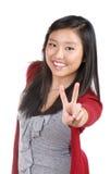 Muchacha adolescente que da la muestra de la victoria Foto de archivo