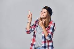Muchacha adolescente que destaca en el espacio vacío de la copia Foto de archivo libre de regalías