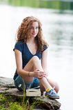 Muchacha adolescente que disfruta de verano Imagen de archivo