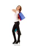 Muchacha adolescente que hace compras que sonríe con los bolsos Imagen de archivo