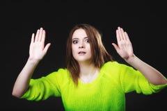 Muchacha adolescente que hace gesto de la parada en negro Imágenes de archivo libres de regalías