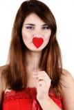 Muchacha adolescente que lleva a cabo el corazón Imagen de archivo libre de regalías