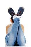 Muchacha adolescente que miente en su panza Imagenes de archivo