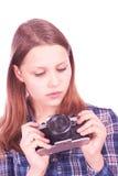 Muchacha adolescente que mira la cámara con tristeza en ella ojos Imagen de archivo libre de regalías