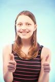 Muchacha adolescente que muestra como Foto de archivo