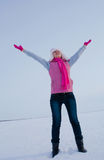 Muchacha adolescente que permanece con las manos levantadas Fotografía de archivo libre de regalías