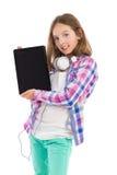 Muchacha adolescente que presenta la tableta digital Imagen de archivo