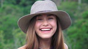 Muchacha adolescente que ríe y que se divierte Imágenes de archivo libres de regalías
