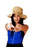 Muchacha adolescente que señala el dedo. Fotografía de archivo libre de regalías