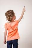 Muchacha adolescente que señala en el espacio de la copia Imagen de archivo