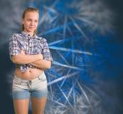 Muchacha adolescente que se coloca con las manos cruzadas Imágenes de archivo libres de regalías