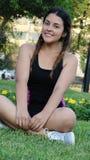 Muchacha adolescente que se sienta afuera Fotos de archivo