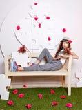 Muchacha adolescente que se sienta en un banco Fotos de archivo