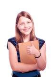 Muchacha adolescente que sostiene la brocha y papel y el gesticular Fotografía de archivo libre de regalías