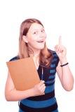 Muchacha adolescente que sostiene la brocha y papel y el gesticular Imagen de archivo