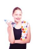 Muchacha adolescente que sostiene la toalla y la botella de agua Fotografía de archivo libre de regalías