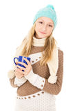 Muchacha adolescente que sostiene una taza Imagen de archivo