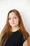 Muchacha adolescente regordeta hermosa con el pelo largo Fotografía de archivo