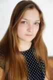 Muchacha adolescente regordeta hermosa con el pelo largo Imagenes de archivo