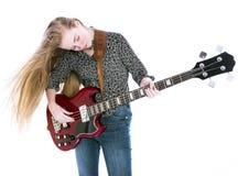Muchacha adolescente rubia con la guitarra baja eléctrica contra el fondo blanco Imagen de archivo libre de regalías