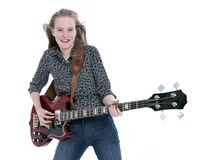 Muchacha adolescente rubia con la guitarra baja eléctrica contra el fondo blanco Fotografía de archivo