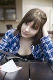 Muchacha adolescente seria en la calle Foto de archivo libre de regalías