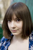 muchacha adolescente seria en la calle Fotografía de archivo libre de regalías
