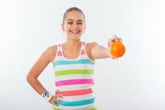 Muchacha adolescente sonriente, deportista bastante joven Fotografía de archivo