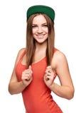 Muchacha adolescente sonriente en gorra de béisbol Imagen de archivo