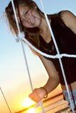 Muchacha adolescente sonriente en la puesta del sol Imágenes de archivo libres de regalías