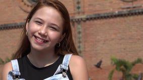 Muchacha adolescente sonriente feliz imágenes de archivo libres de regalías
