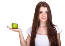 Muchacha adolescente sonriente feliz con la manzana verde Fotografía de archivo