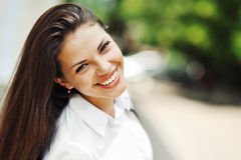 Muchacha adolescente sonriente feliz hermosa Imagen de archivo libre de regalías