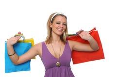 Muchacha adolescente sonriente hermosa con los bolsos de compras Fotografía de archivo