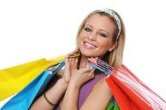Muchacha adolescente sonriente hermosa con los bolsos de compras Fotos de archivo libres de regalías