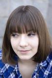 Muchacha adolescente sonriente que desgasta la camisa marcada con cuadros Imágenes de archivo libres de regalías
