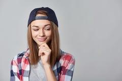 Muchacha adolescente sonriente que mira el espacio de la copia Fotografía de archivo libre de regalías