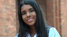 Muchacha adolescente sonriente y felicidad Fotografía de archivo