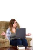 Muchacha adolescente trastornada con el espacio del ordenador portátil y de la copia Fotos de archivo libres de regalías