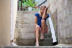 Muchacha adolescente triste al aire libre Fotos de archivo