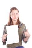 Muchacha adolescente triste con la tarjeta en blanco Imagen de archivo libre de regalías