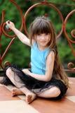 Muchacha adorable del niño con el pelo oscuro muy largo imagenes de archivo