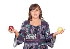 Muchacha adorable del preadolescente con dos manzanas de los differents Imagen de archivo