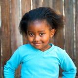 Muchacha africana linda en top del azul Imagen de archivo libre de regalías