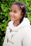 Muchacha afroamericana bonita al aire libre Fotografía de archivo libre de regalías