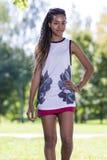 Muchacha afroamericana del adolescente con el pelo largo al aire libre Imagen de archivo